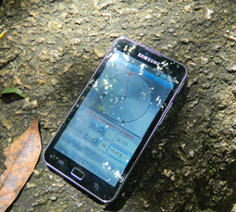 Android tablet running Geocaching app